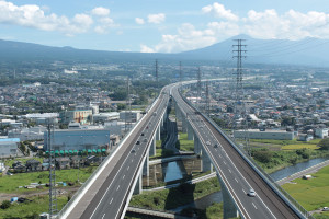Shin-Tomei_Expressway_20120909